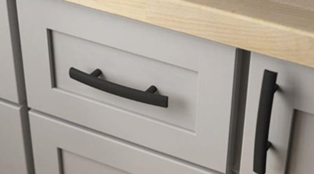Lowe's_cabinet-pulls-in-black