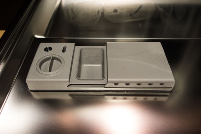 Adjustable rinse aid dispenser dishwasher