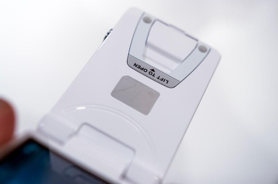 Nikon Coolpix S6900 – Kickstand