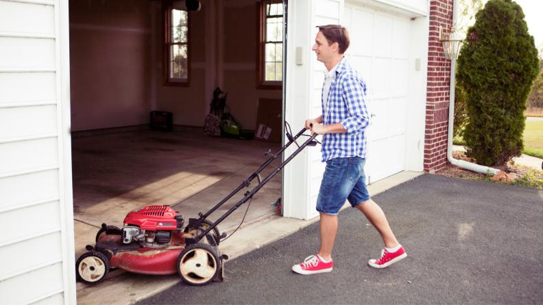 lawnmower-garage