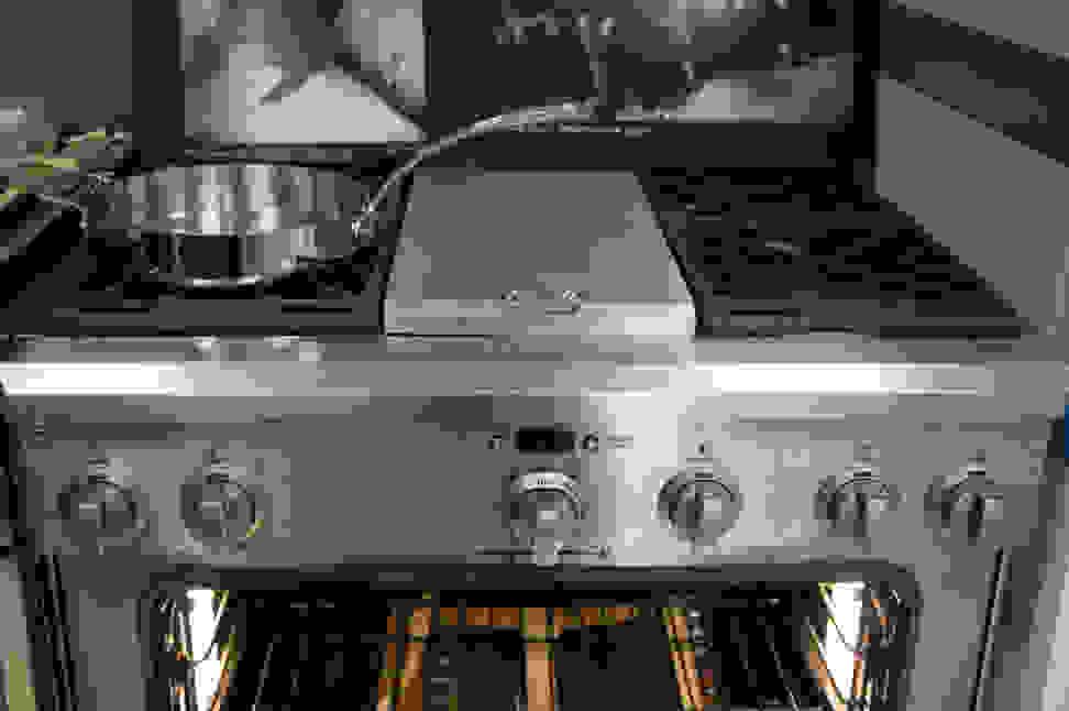 GE Monogram ZDP364NDPSS rangetop and front