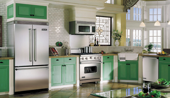 A striking design with green accent and Viking Professional appliances.
