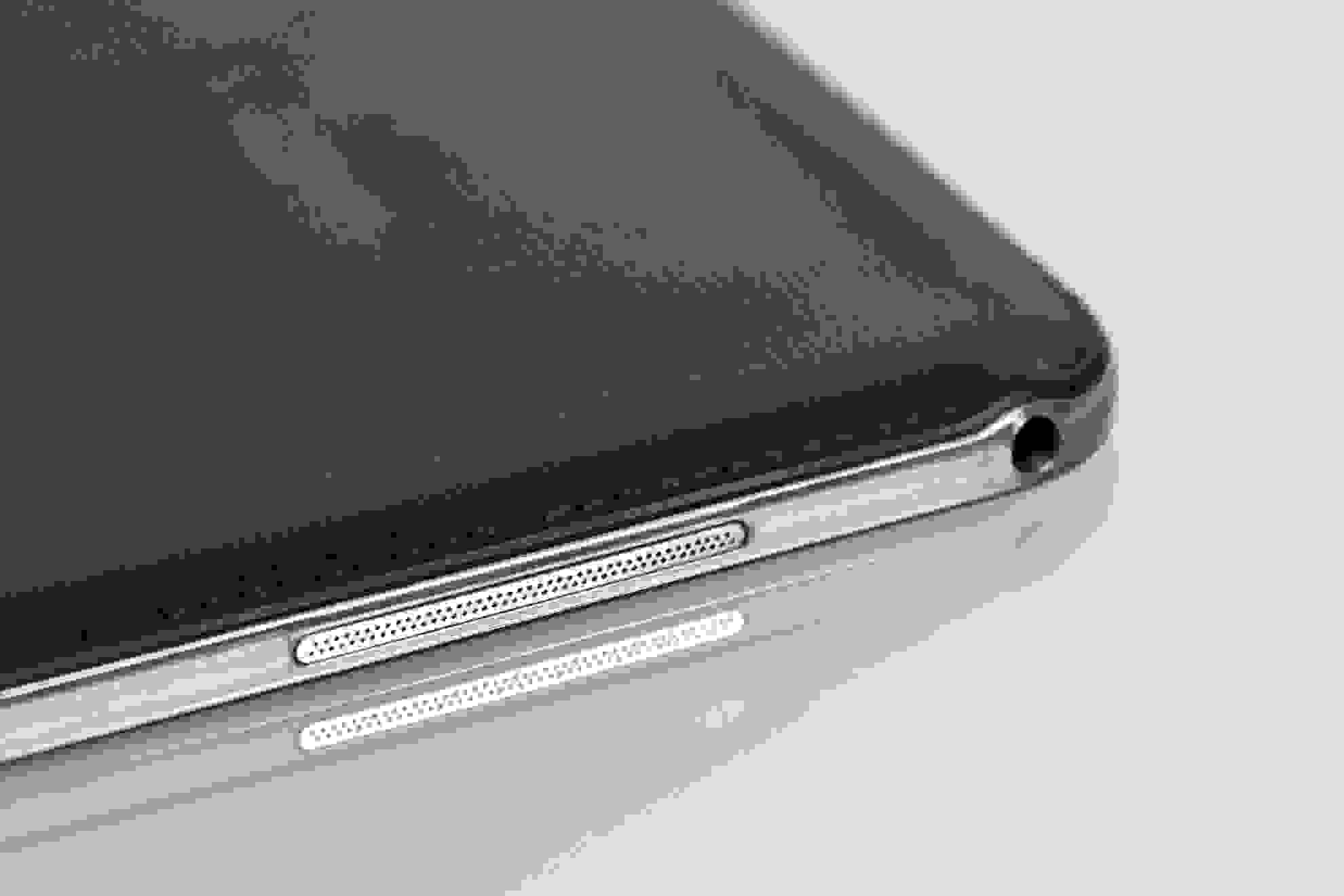 """A close-up of the headphone jack of the Samsung Galaxy Note Pro 12.2""""."""