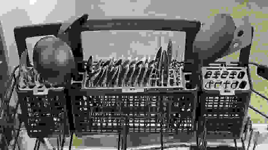 GE Profile PDT760SSFSS cutlery basket capacity