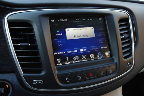 Chrysler 200 UConnect phone