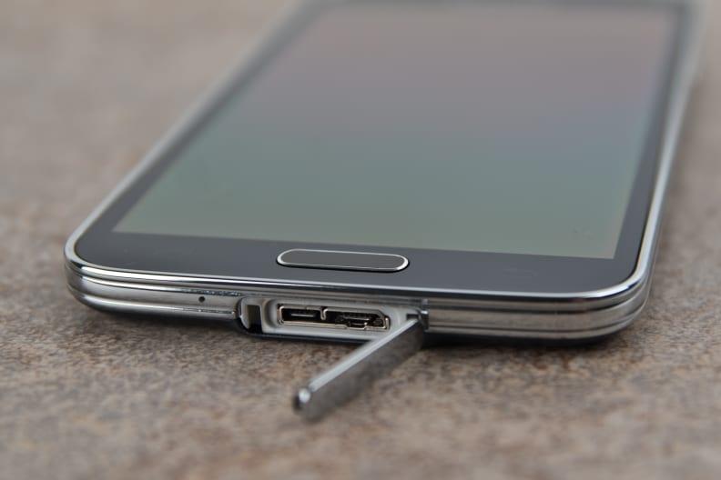 Samsung-Galaxy-S5-review-usb.jpg