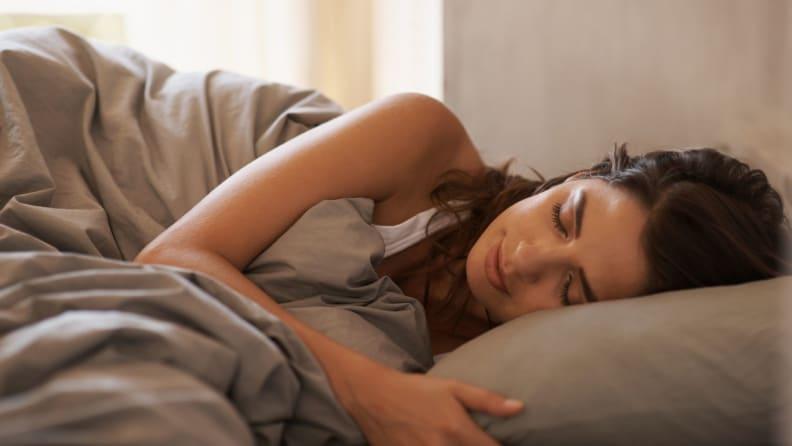 woman side sleep
