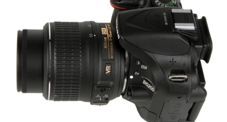 Head to Head: Nikon D5200 vs  D3200 - Reviewed Cameras