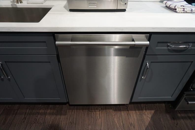 Frigidaire-Professional-Dishwasher-Design-Front.JPG