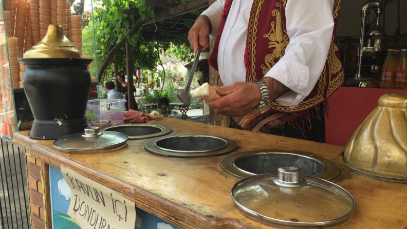 A dondurma vendor