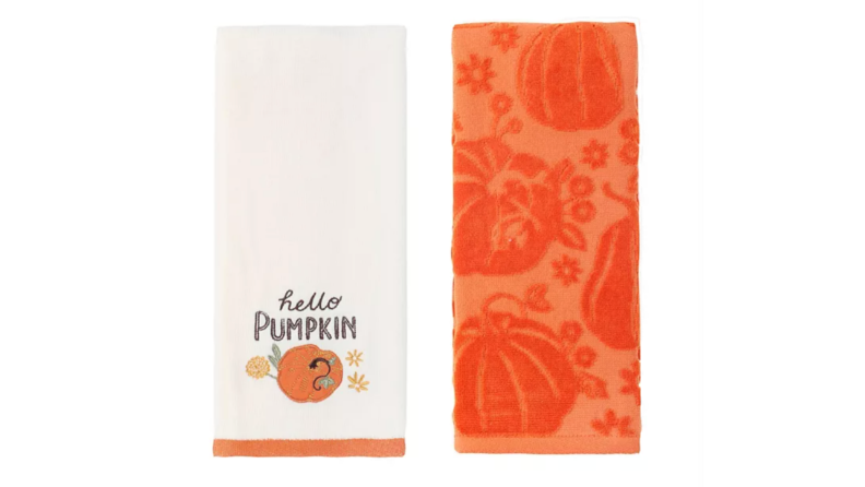 Pumpin-themed towels