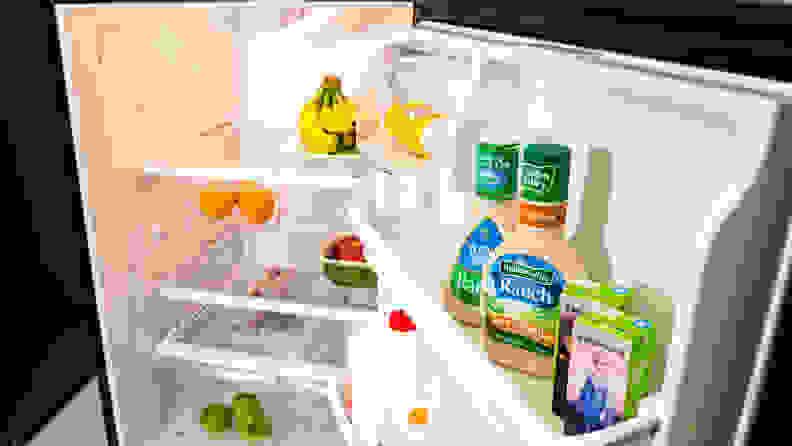 Frigidaire FFTR2021TS Top-freezer Refrigerator Interior