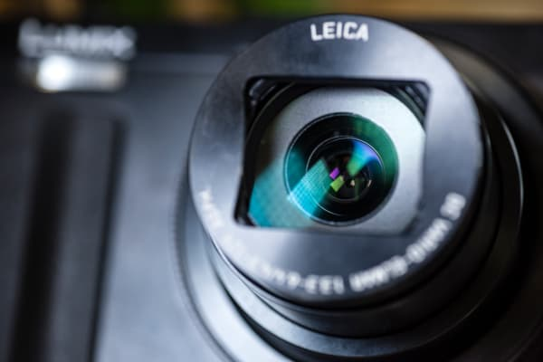 The ZS50 has a 24-720mm f/3.3-6.4 Leica-branded zoom lens.