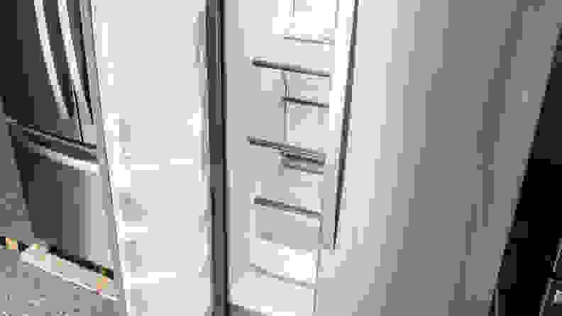 Whirlpool-WRS325SDHZ-freezer