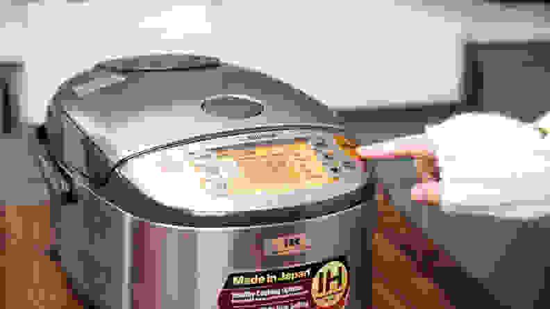 The display screen on a Zojirushi rice cooker.