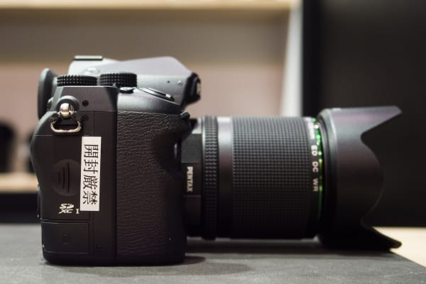 The right side of the Pentax K-1