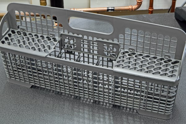 The IKEA Renlig IUD8555DX's removable cutlery basket is divided into three different sections.