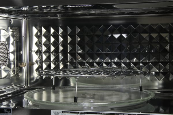 The Frigidaire FPBM3077RF diamond textured interior is a bit difficult to clean effectively.