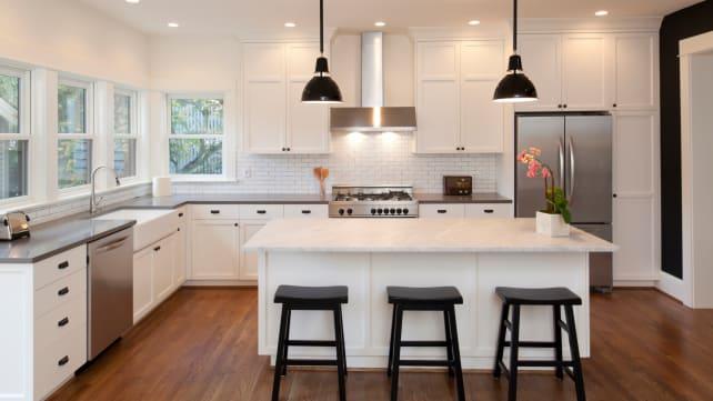 Pendant_lighting-in_designer_kitchen