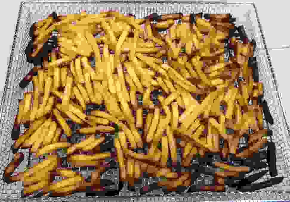 Frigidaire_FGGH3047VF_air_fries