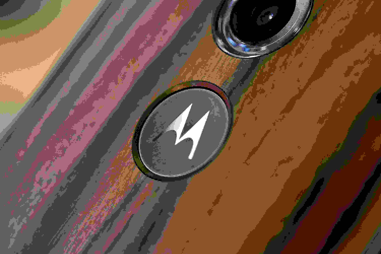 The Motorola logo on the Motorola Moto X (2014 edition)