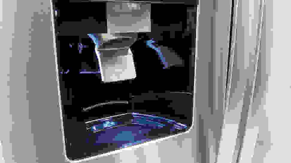 Whirlpool-WRS555SIHZ-dispenser