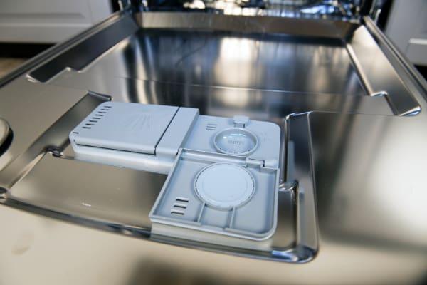 Asko D5534XXLFI rinse aid dispenser open