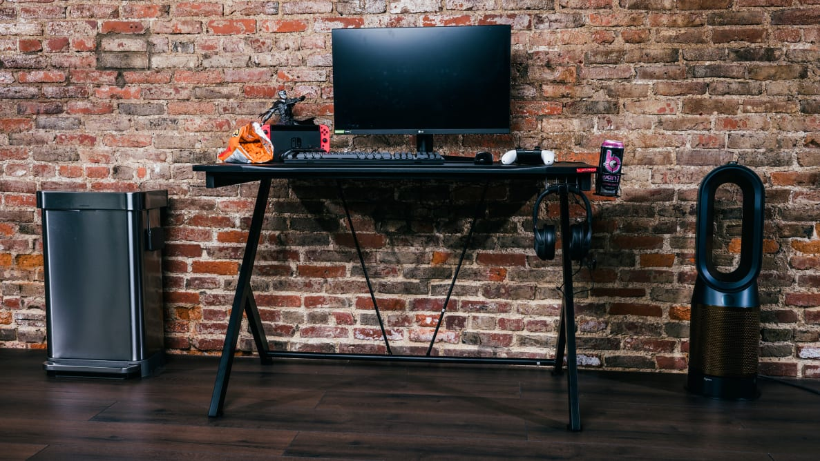 A photo of a gaming desk.