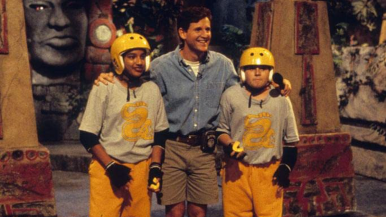 A still from Legend of the Hidden temple featuring the host and two contestants.