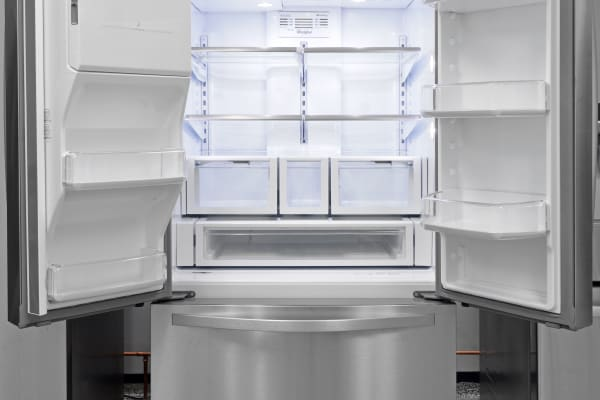 An all-around effective fridge, the Whirlpool WRF757SDEM is a great choice for something fairly affordable that comes with a dispenser.