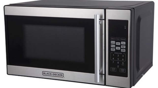 Black+Decker-compact-microwave