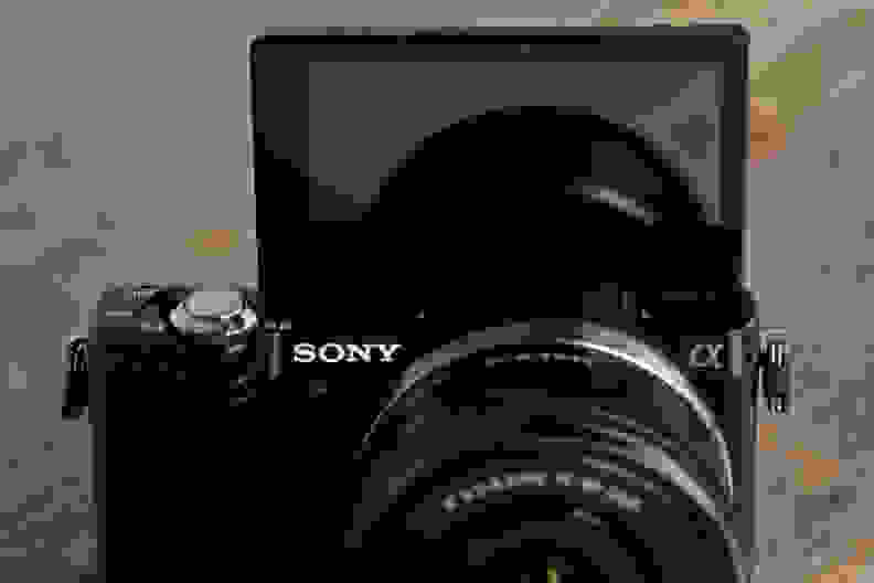 sony-a5000-review-design-screen.jpg
