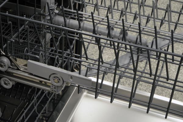 Height adjustment lever on the upper rack of the Thermador DWHD440MFM