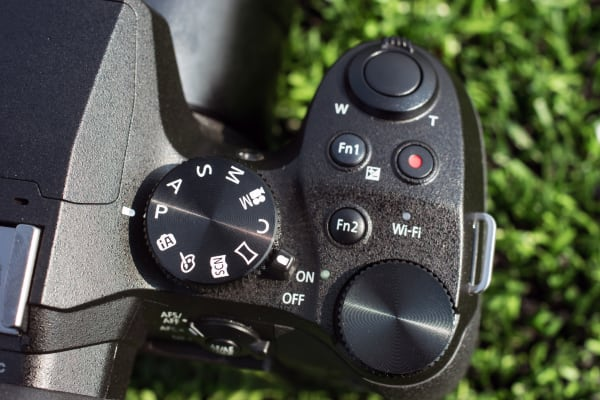 The mode dial has 10 modes that give users a range from fully manual to fully automatic.