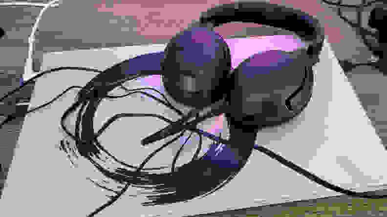 JBL-Tour-One-cables