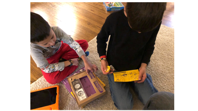 Kids opening and building the Mover Kit