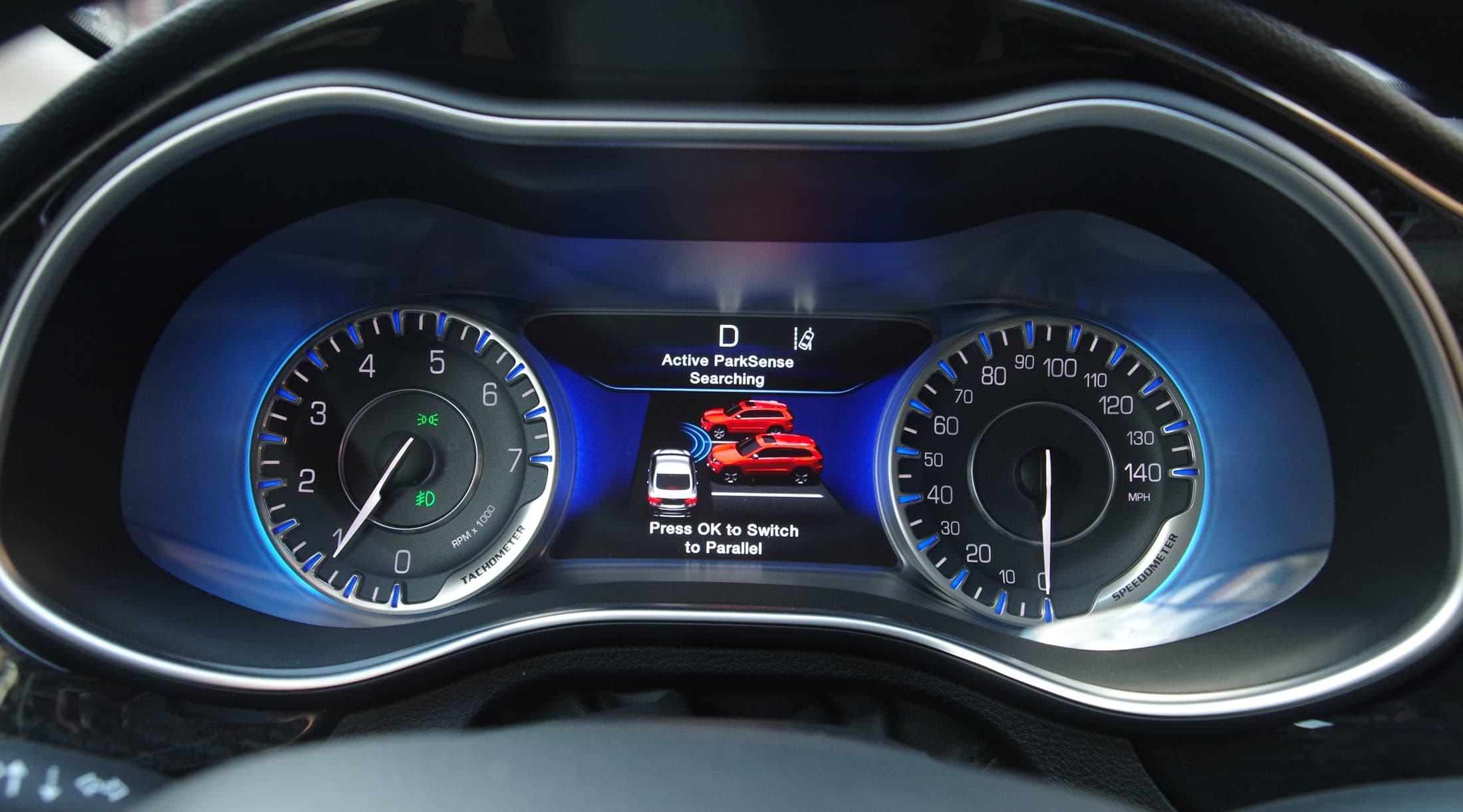 Chrysler 200  parking assist