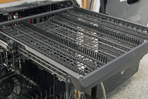 This GE model comes with a conventional third rack.