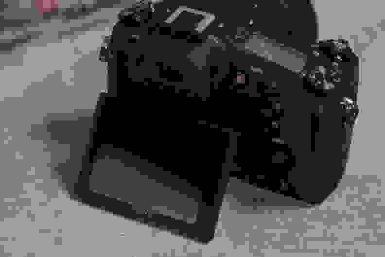 Sony Cyber-Shot RX10 II Design Screen