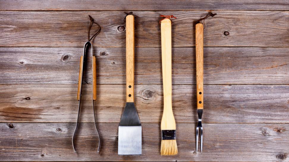 Grill utensils