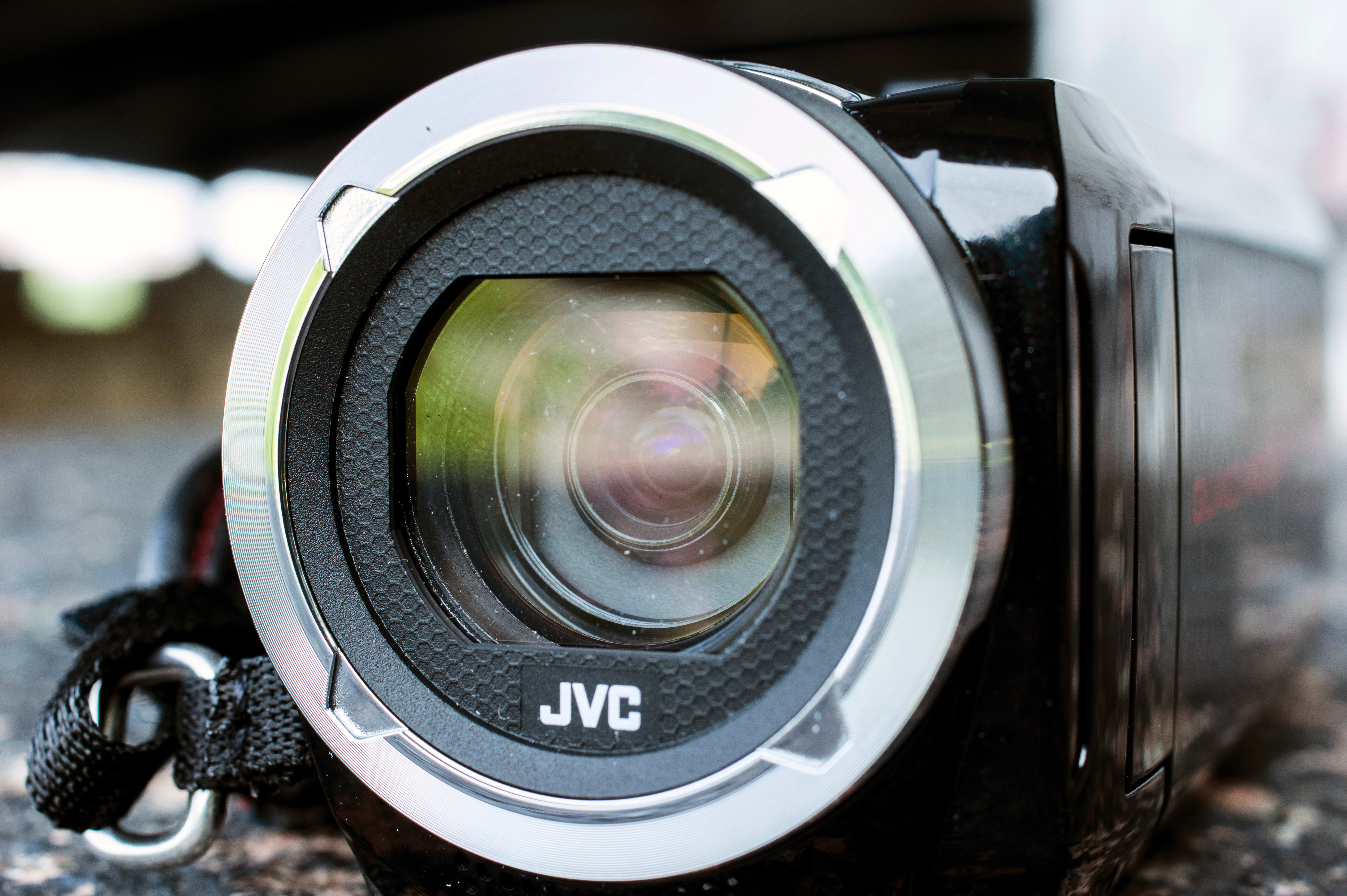 Closer look at the 40x optical zoom f/1.8 lens.