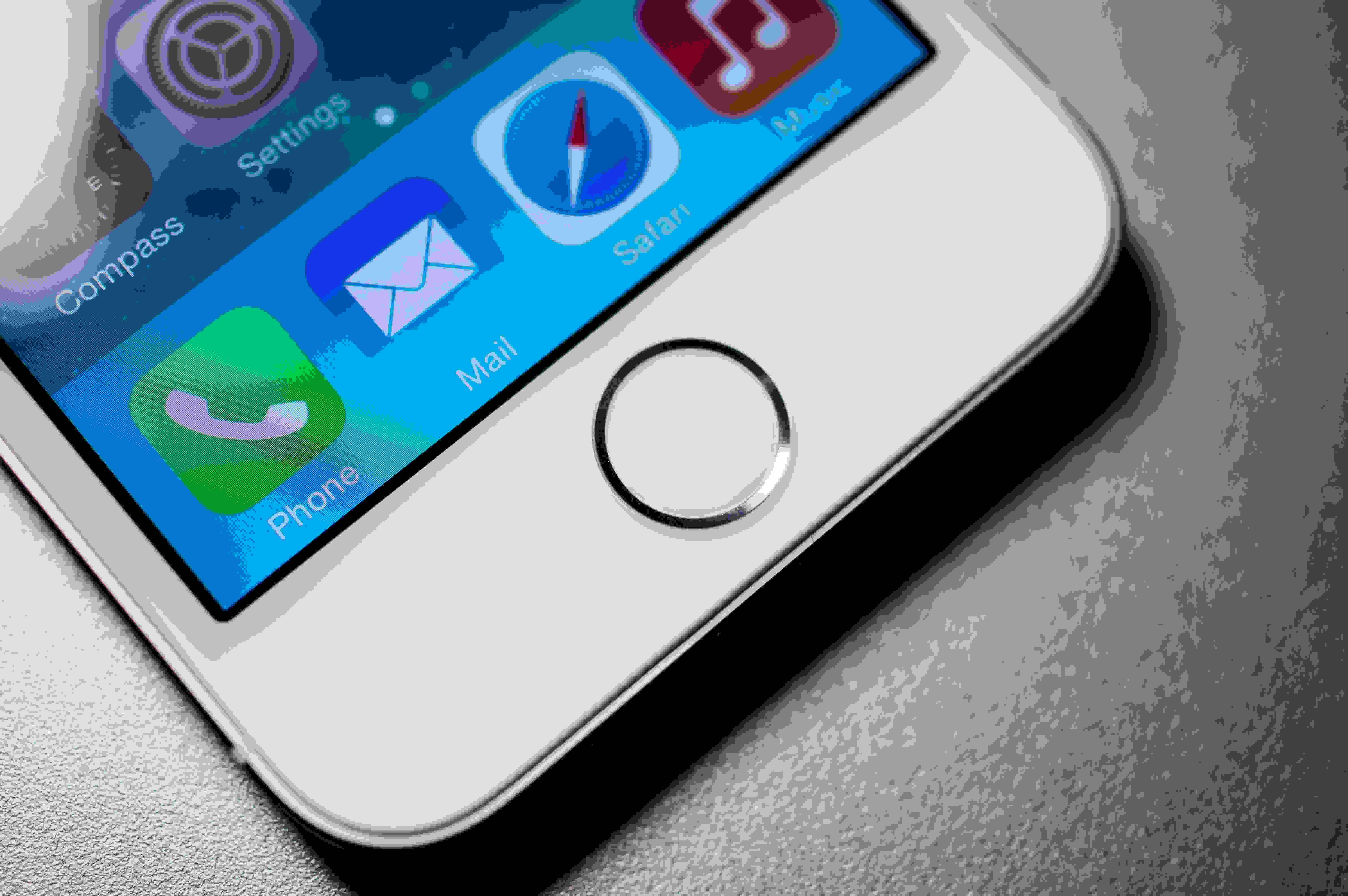 A picture of the Apple iPhone 5s' home button.