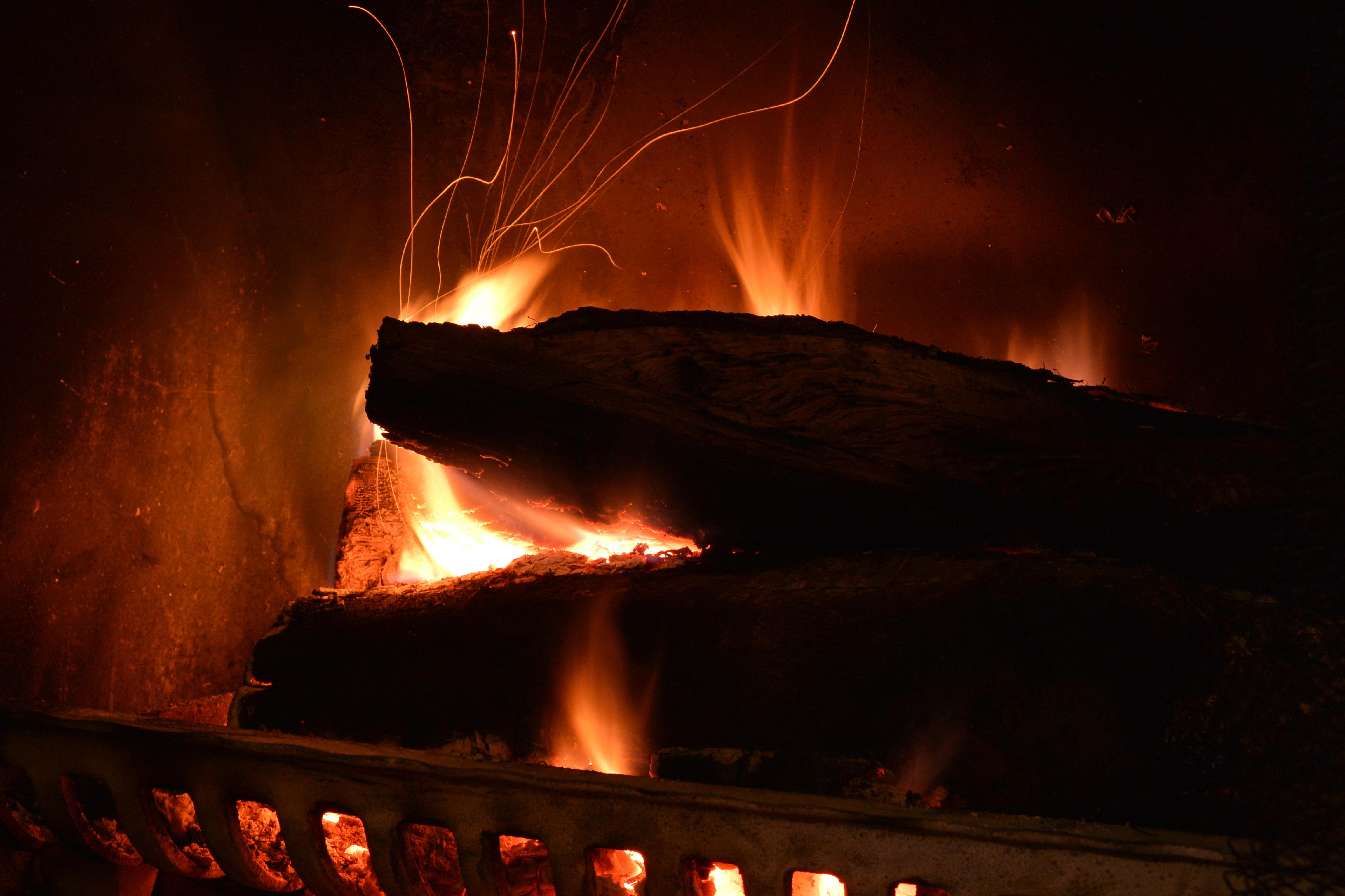 Sample photo, Nikon 1 AW1: long-exposure fire