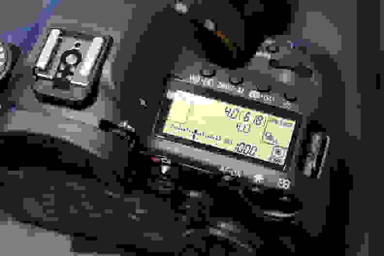 canon-5ds-top-display.jpg