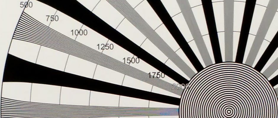 A 100% crop of a 4K video test chart shot by the Moto X 2014 edition
