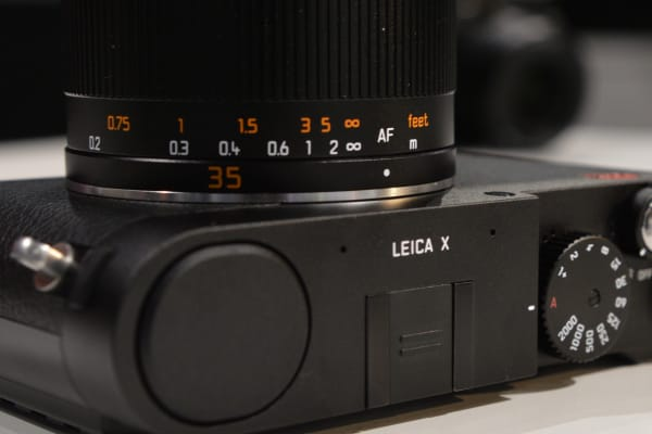 The lens provides you with a focus scale, which is a nice nod to M-series rangefinder cameras.