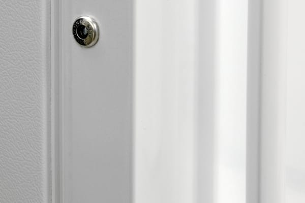 The door lock is the only external feature on the Frigidaire FFFH17F2QW that you can interact with.