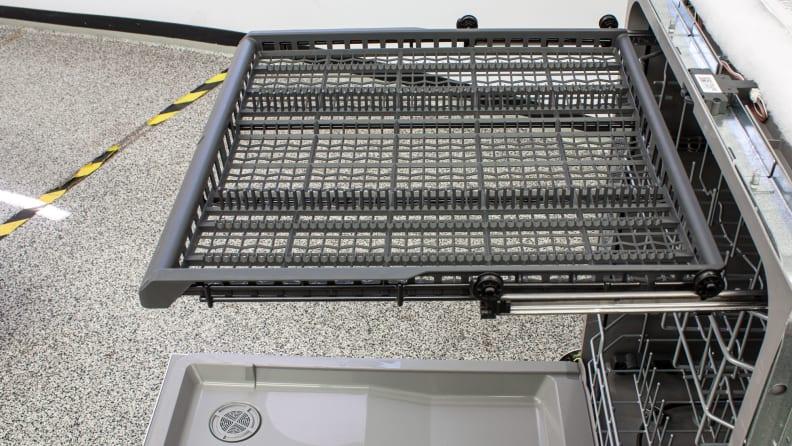 GE-Appliances-GDF630PGMWW-third-rack