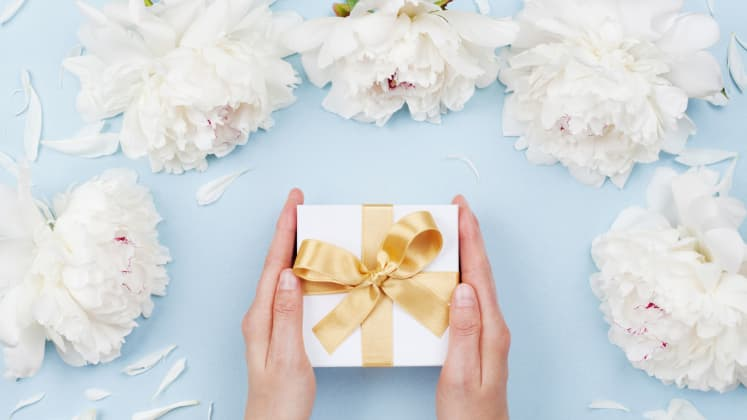How Much Cash To Give For Wedding Gift: How Much Money Should You Spend On A Wedding Gift
