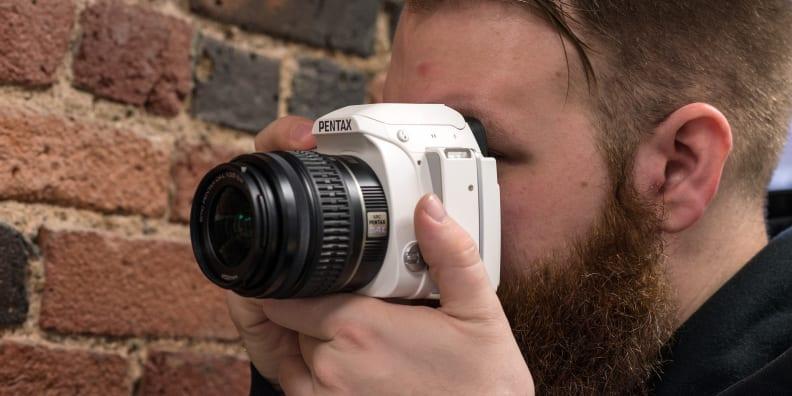 pentax-k-s1-review-design-shooting.jpg